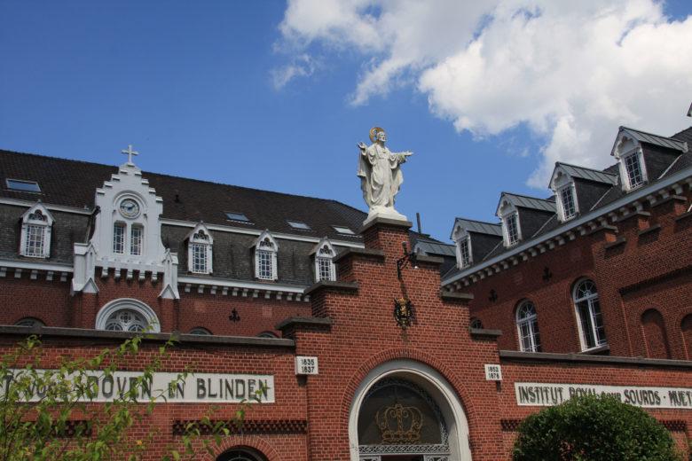 Jesus sur Institut Royal pour Sourds Muets et Aveugles de Woluwe-Saint-Lambert