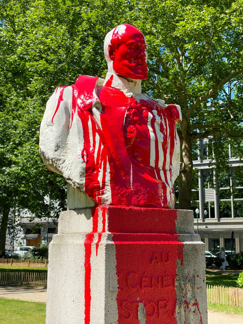 Bust of  Lieutenant General Émile Storms splashed with  red paint in the square de Meeus, Brussels