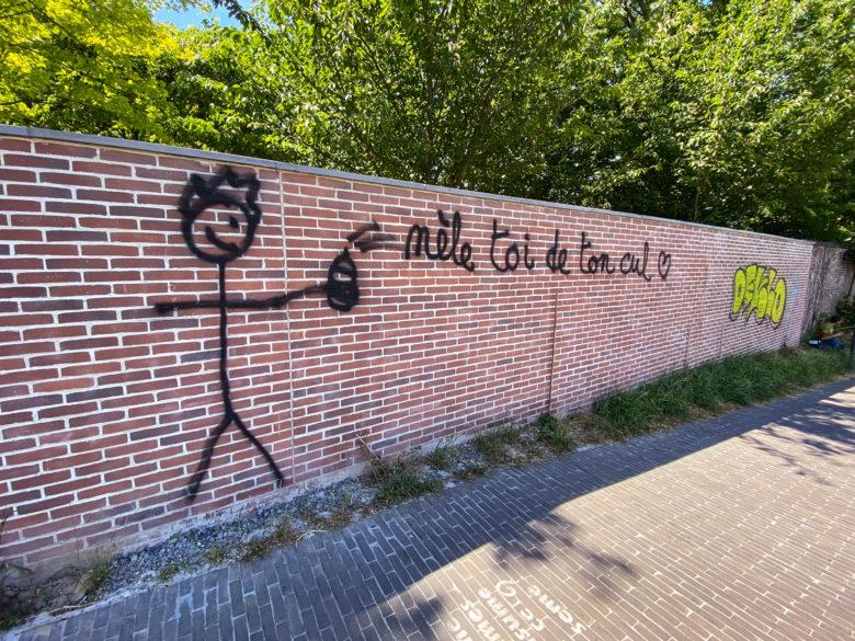 Grafiti art: Mèle toi de ton cul