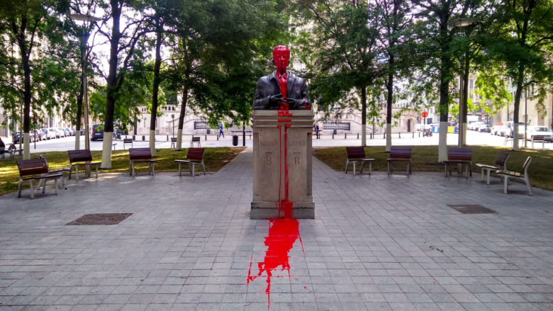 King Baudouin statue vandalized with red paint